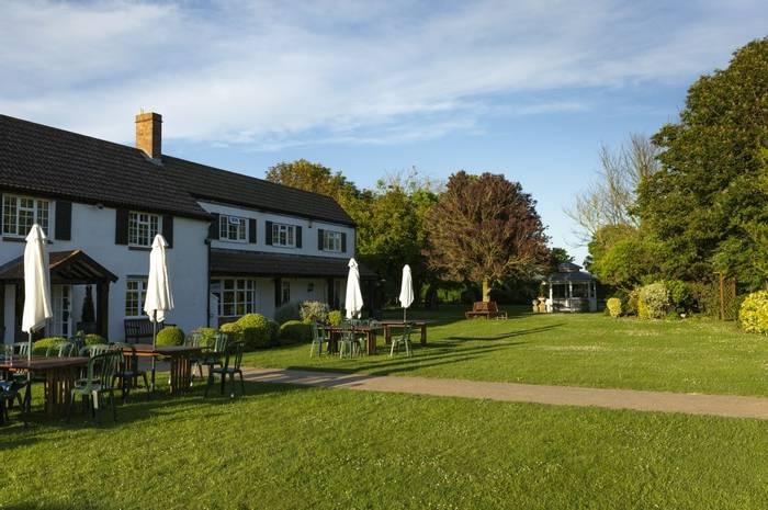 Somerset's Summer Wildlife hotel (Oliver Smart)