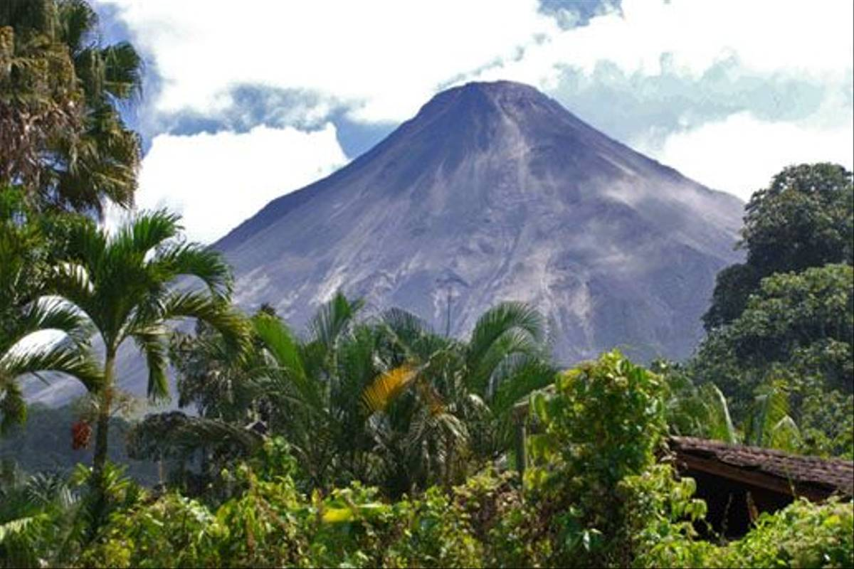 Mount Arenal (Dave Riley)