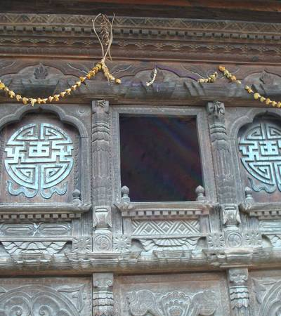 Carved windows near Syrabu Besi