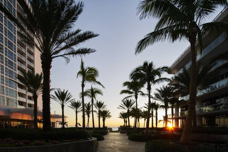 carillon-exterior-Palm-Court-Evening-3.jpg