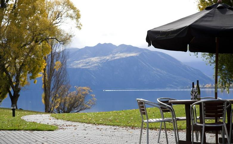 New Zealand - edgewater-16OutsideDining2.jpg