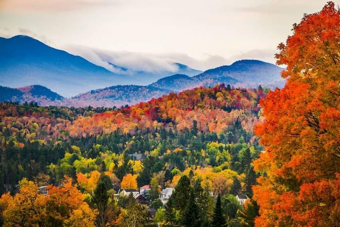 Peak Fall Colours, New England, North America shutterstock_1175586415.jpg