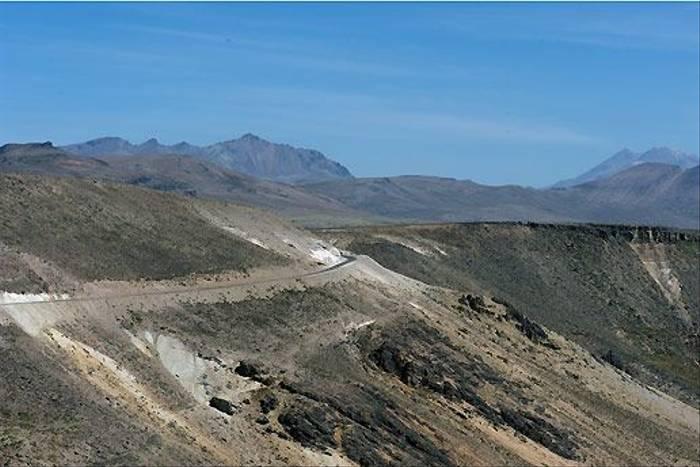 Road to wards Arequipa (David Allison)