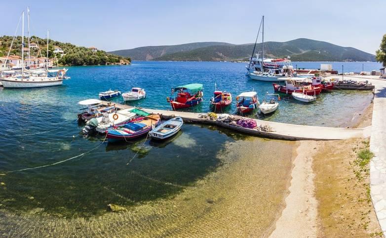 Luftaufnahme, Bucht von Paleo Trikiri, Insel Pangias Trikeri, Trikeri-Milina, Region Volos, Meerenge von Trikiri, Halbinsel …