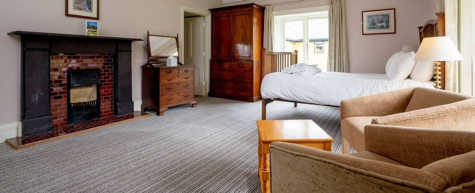 10690_0050 - Craflwyn Hall - Room 1