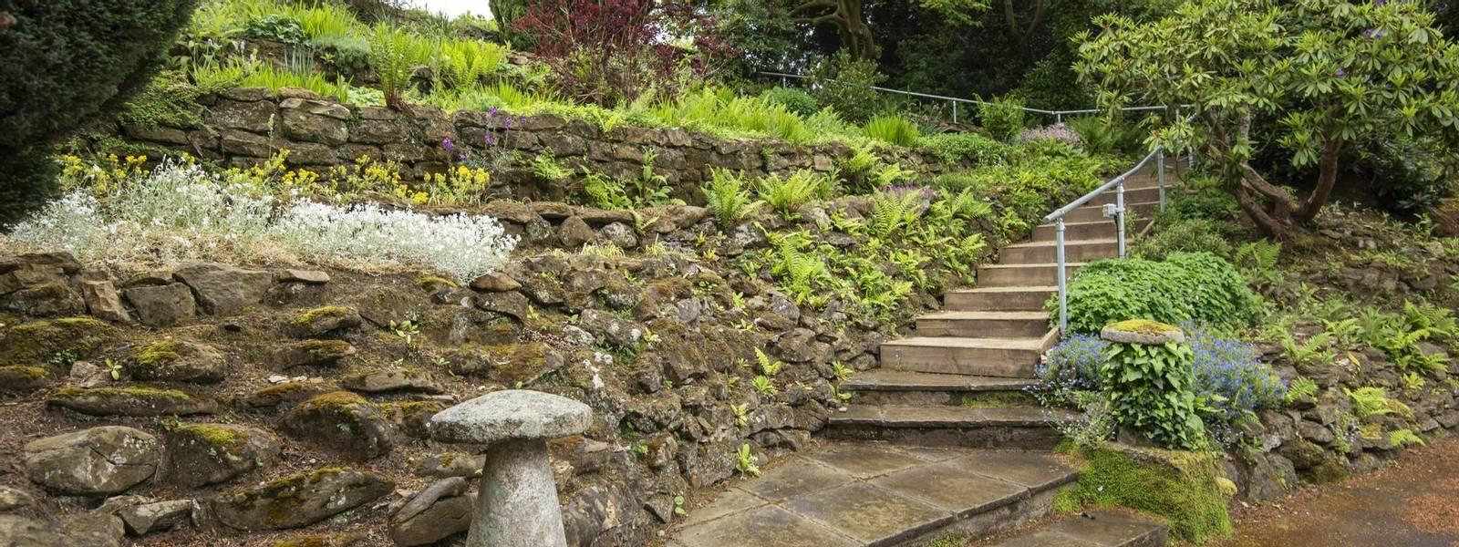 10688_0104 - Abingworth Hall - Garden