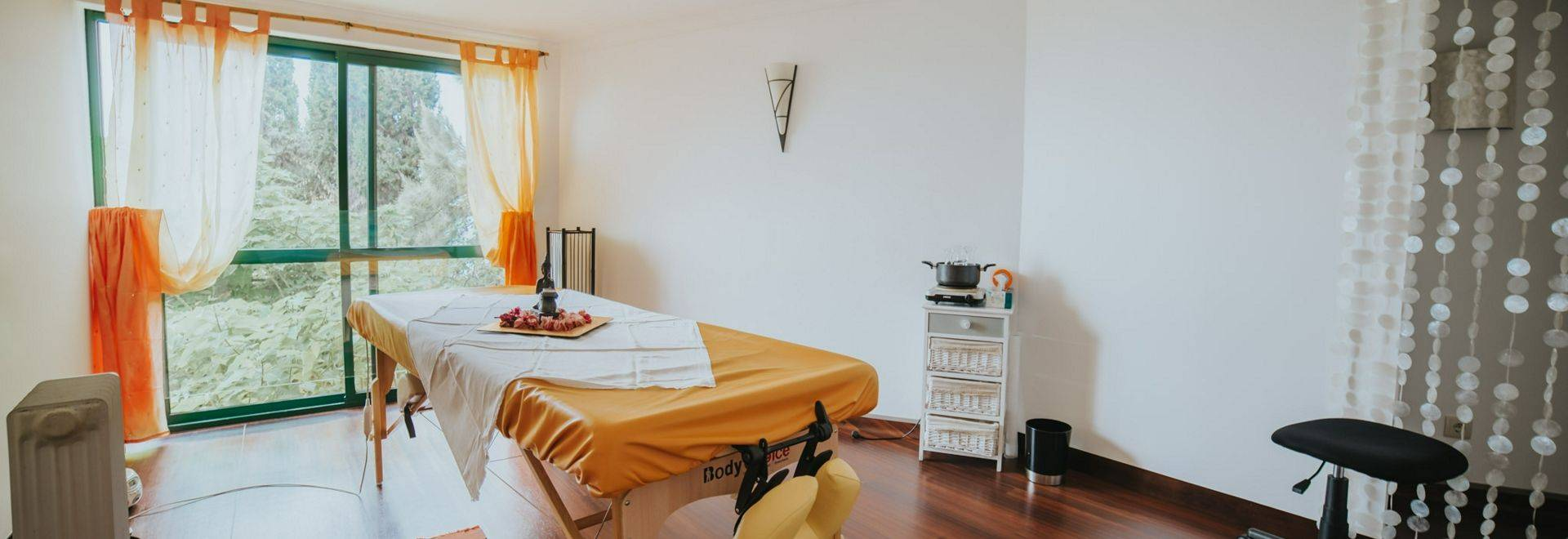 Galo-Resort-spa-treatment-room.jpg