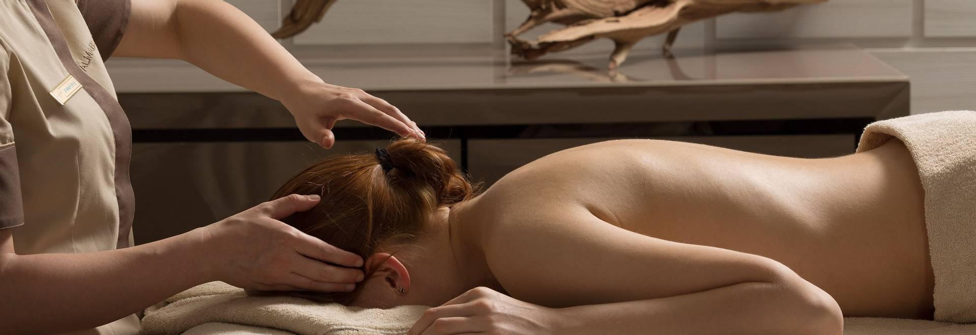 Almablu sleep-improving energy massage.jpg