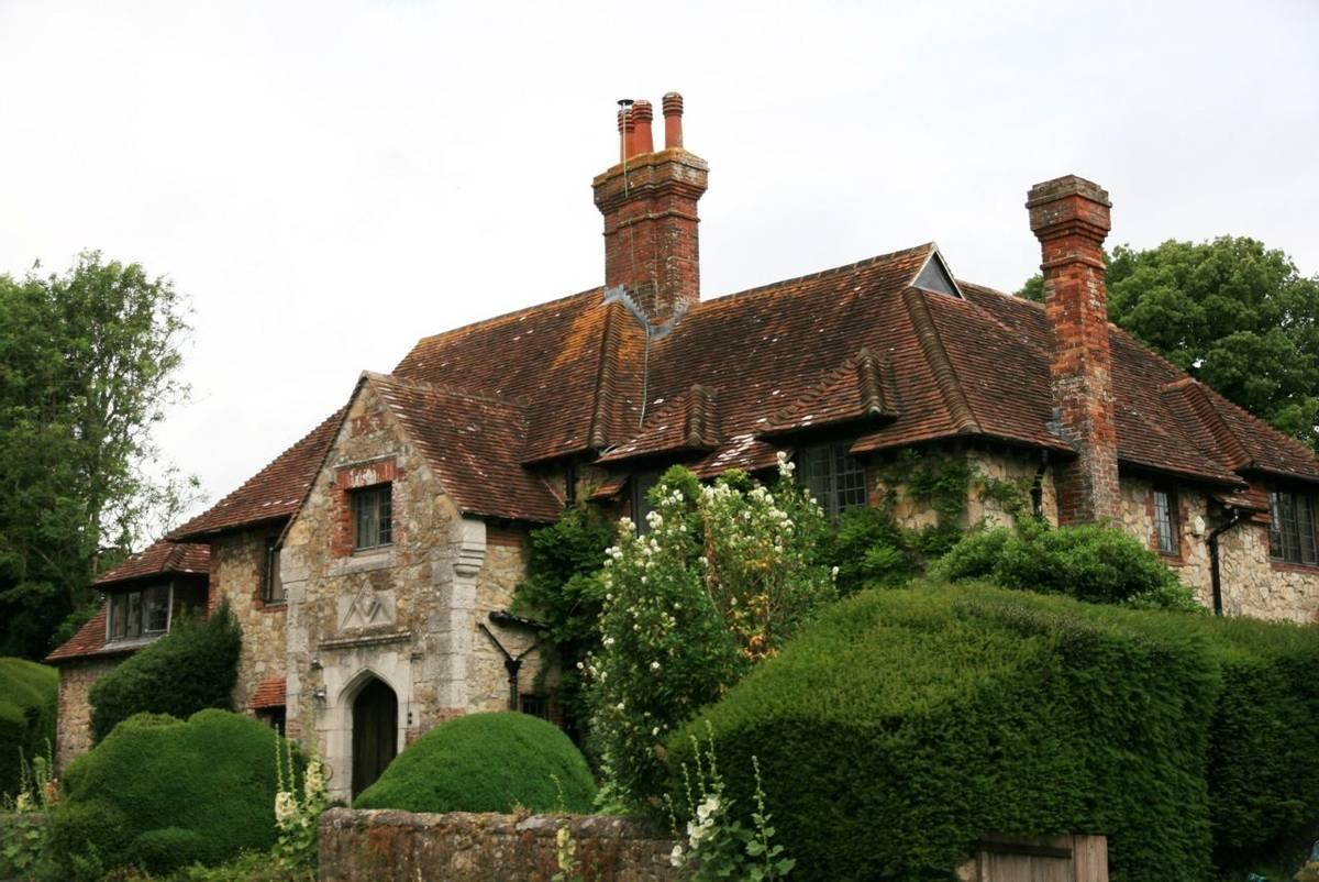Amberley_village_house.JPG