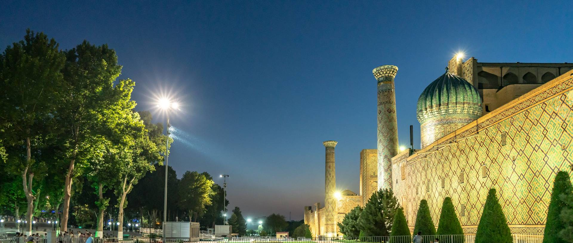 The evening lights of the Registan in Samarkand.jpg