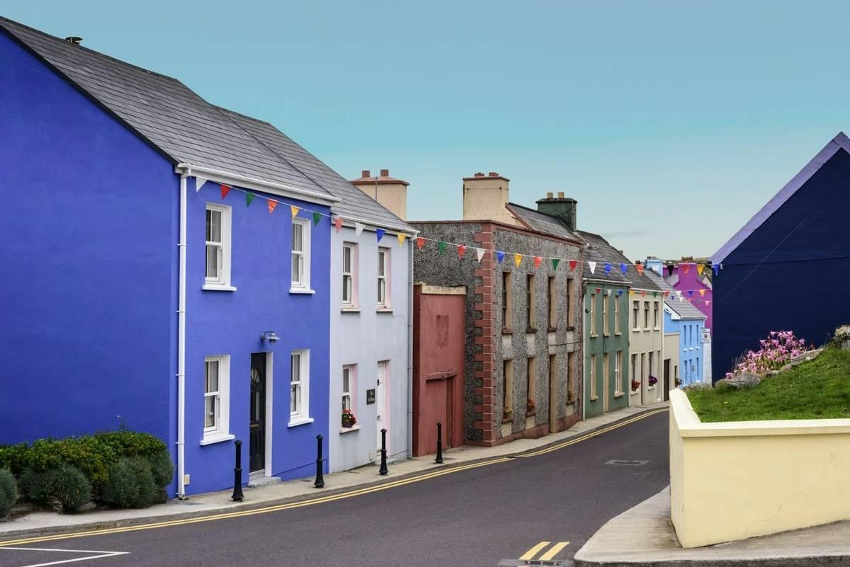 Ireland-Kenmare-bright-sky-AdobeStock_227484747.jpg