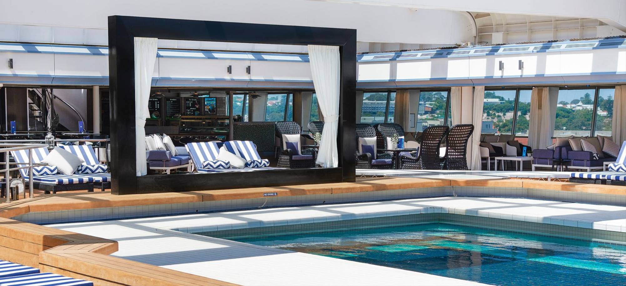At Sea - Oasis Pool - Itinerary Desktop .jpg