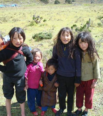Children near Robluthang camp at 4,410m