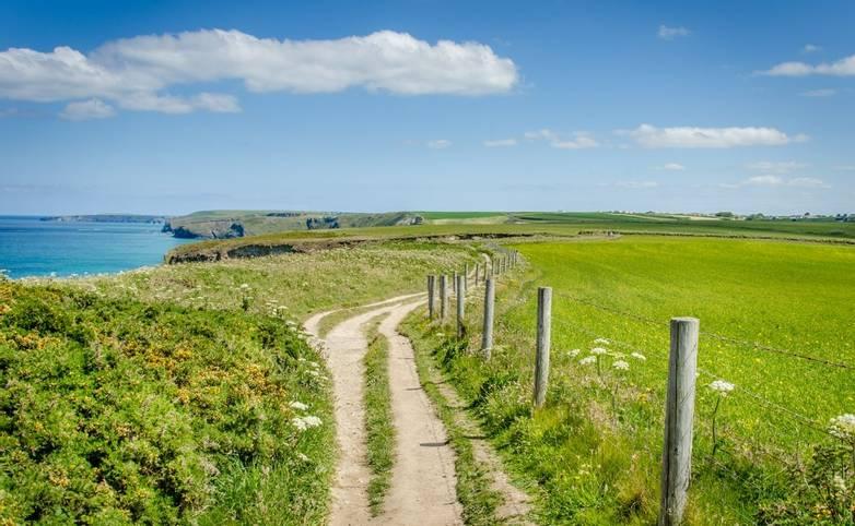 Cornwall-GentleWalking-AdobeStock_88626663.jpeg