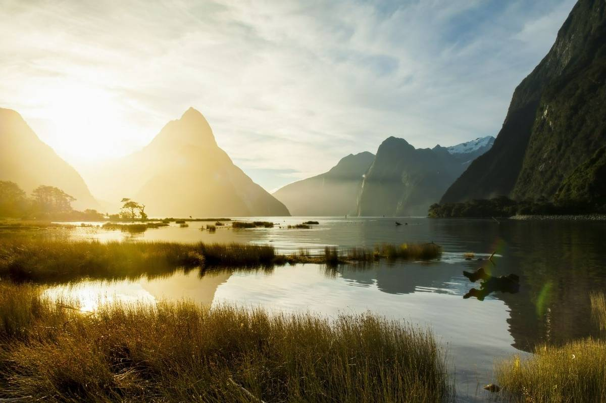 Milford Sound, New Zealand Shutterstock 352395911