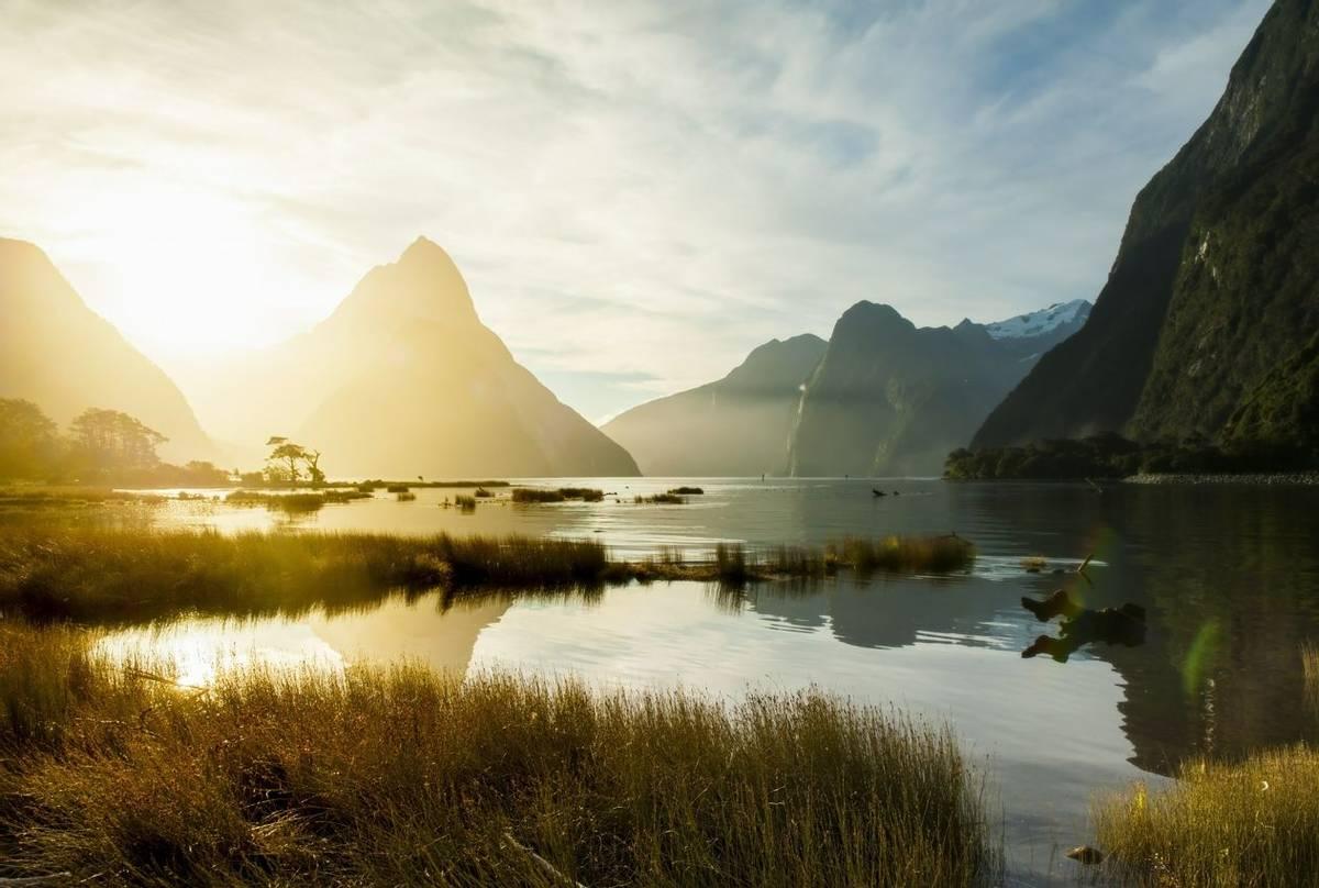 Milford Sound, New Zealand Shutterstock 352395911