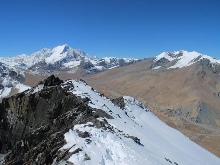 Climbing route on Dhampus Peak