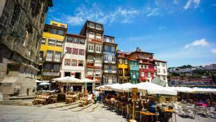 Shutterstock 295540499 Tourists Visit Restaurants At Famous Place Ribeira Square