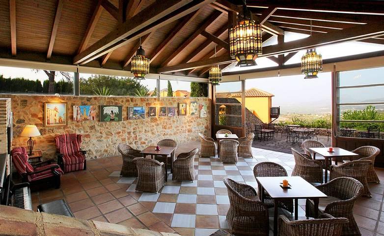 Spain - Valencia - Hotel Alahuar - 03 SALA DE ESTAR.jpg