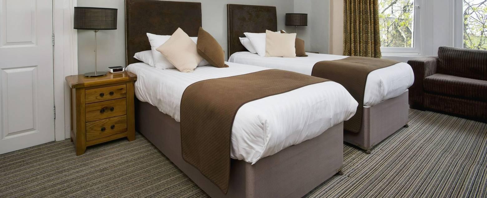 10673_0111 - Nether Grange - Room 6