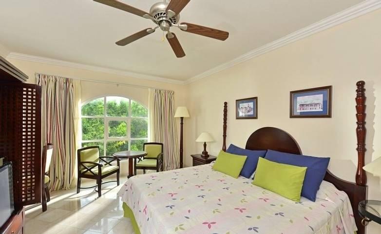 Cuba - Hotel Iberostar room.jpg
