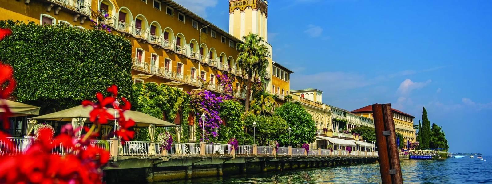 Vista lungo Garda lago presso Gardone Riviera in provincia di Brescia. 10 Settembre 2018 Gardone Riviera, Lombardia - Italia