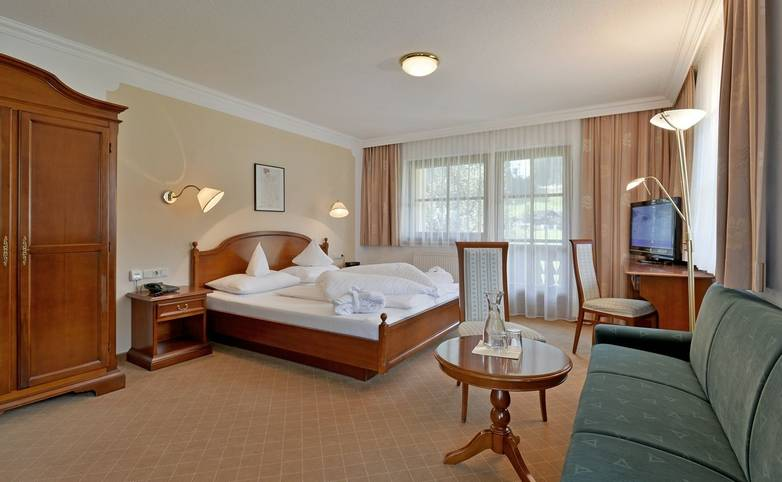Hotel-Waldheim-Mayrhofen-Fischerstrasse-509-Familie-Pfister-Zimmer-201.jpg