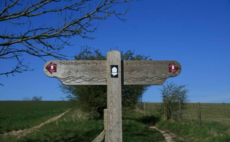 Signpost_South_Downs_Way.JPG