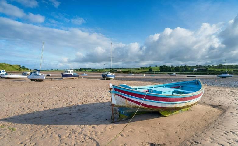 Beach-at-Alnmouth-in-Northumberland-AdobeStock_212376703.jpg