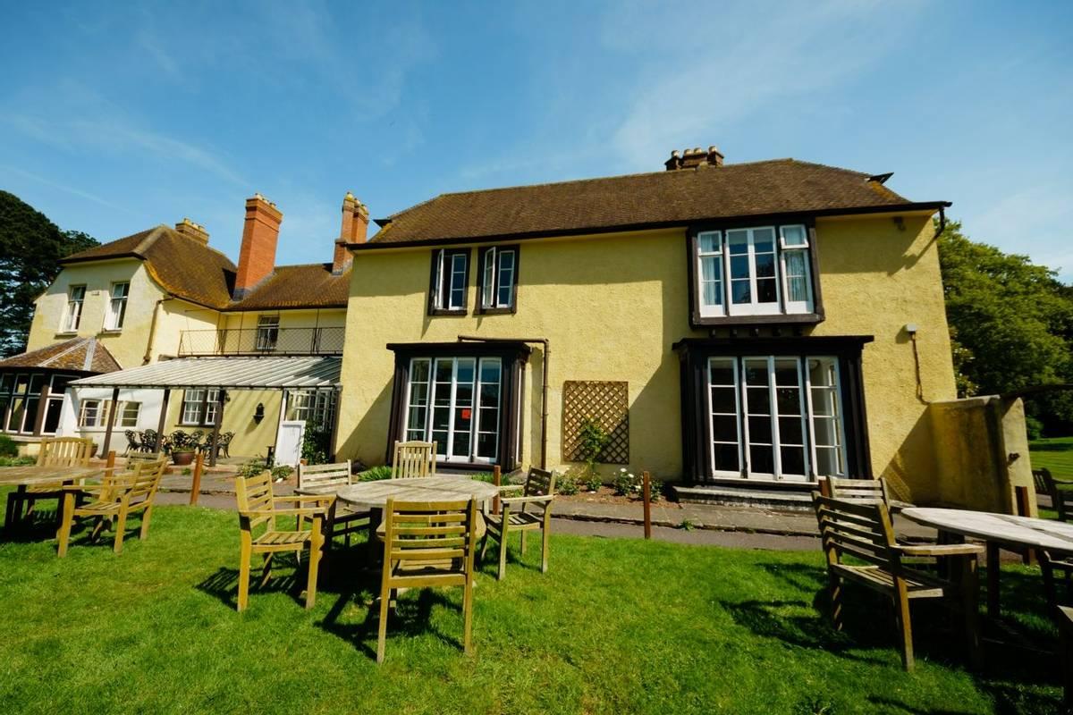 10684_0102 Holnicote House - Garden