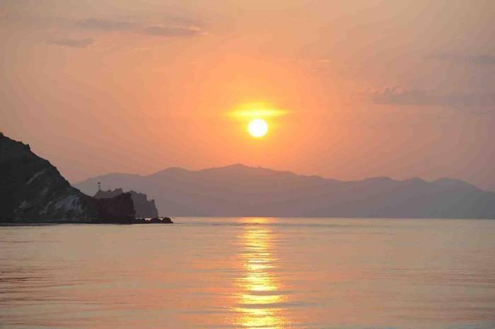 Komodo Sunset (Charles Anderson)