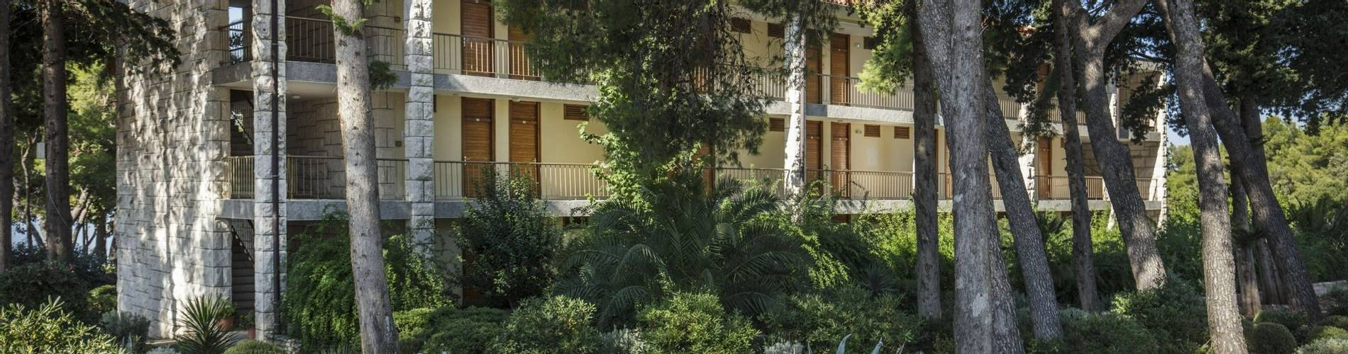 03 Resort_Velaris - Pavilions_Vlacica (3) (1).jpg