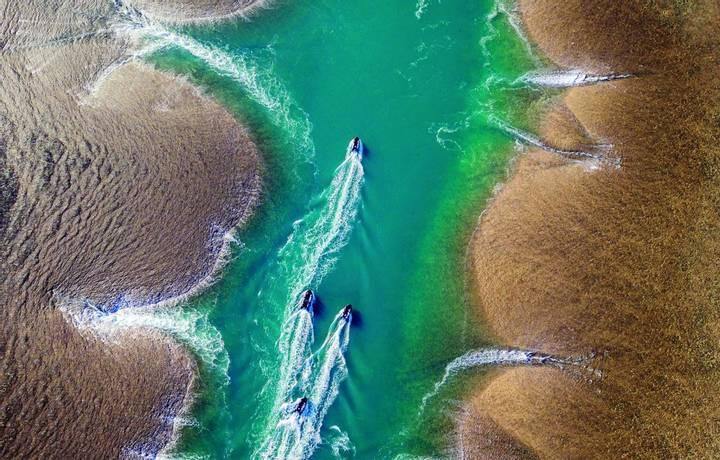 Zodiac cruise at Mongomery Reef, off the Kimberley coast, West Australia