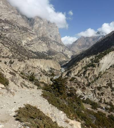 Naar Phu khola valley