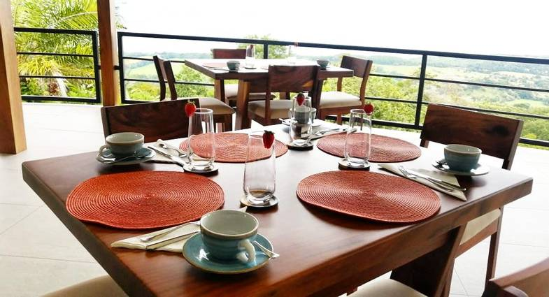 lapazul-retreat-dining.jpg