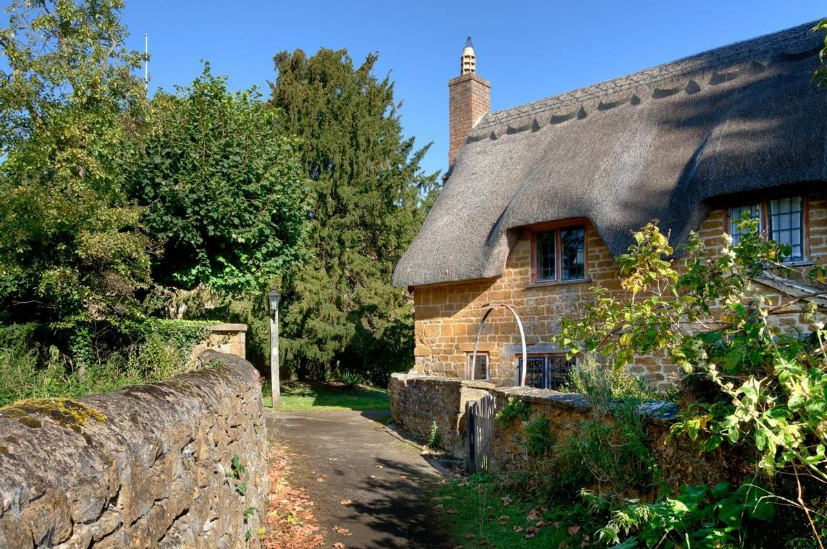 Thatched cottage, Cotswolds