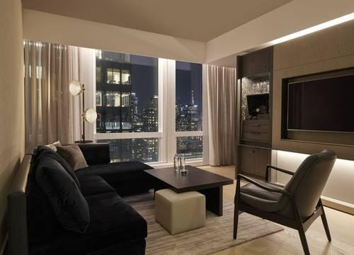 equinox-hotels-DeluxeSuiteCity-Livingroom.jpg