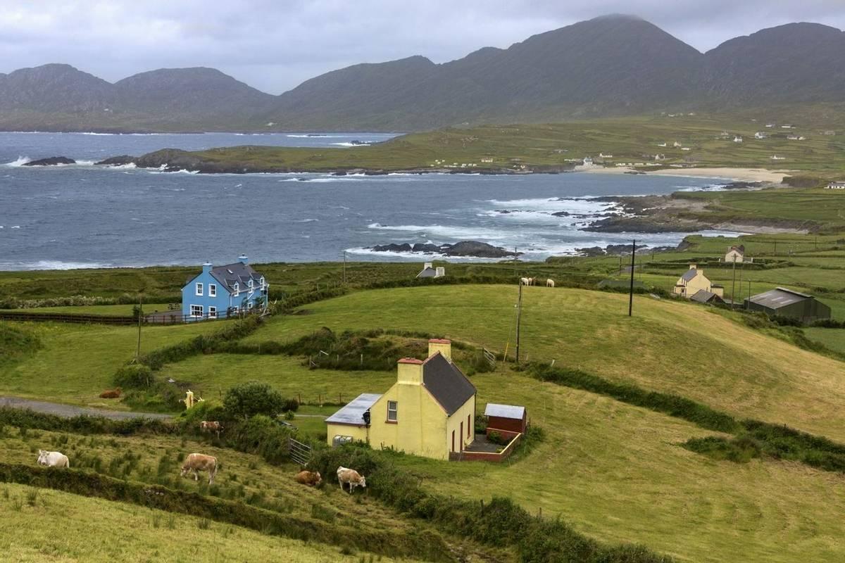 Dramatic coastline of the Beara Peninsula, on the southwest coast of the Republic of Ireland, bounded between the Kenmare Ri…