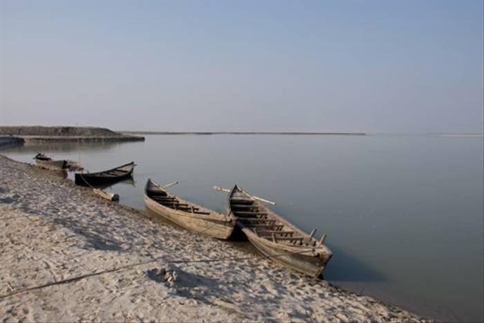 Fishing boats on the Koshi river (Paul Stanbury)
