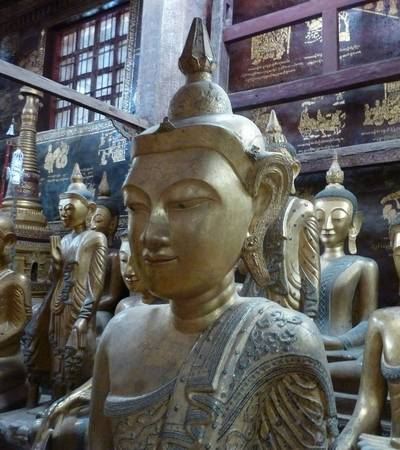 Gilded wooden Buddhas