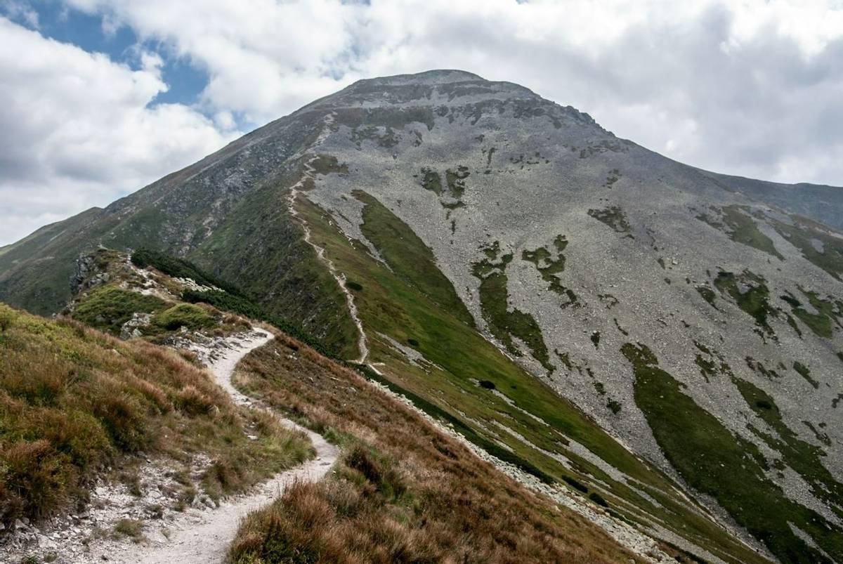 Voloec mountain peak on Rohace mountain group in Western Tatras mountains on slovakian - polish borders from hiking trail be…