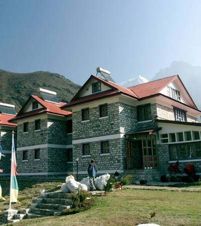 Everest Summit Lodge in Tashinga