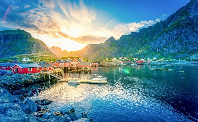 Norway-LofotenIslands-Svolvaer-AdobeStock_145295505.jpeg