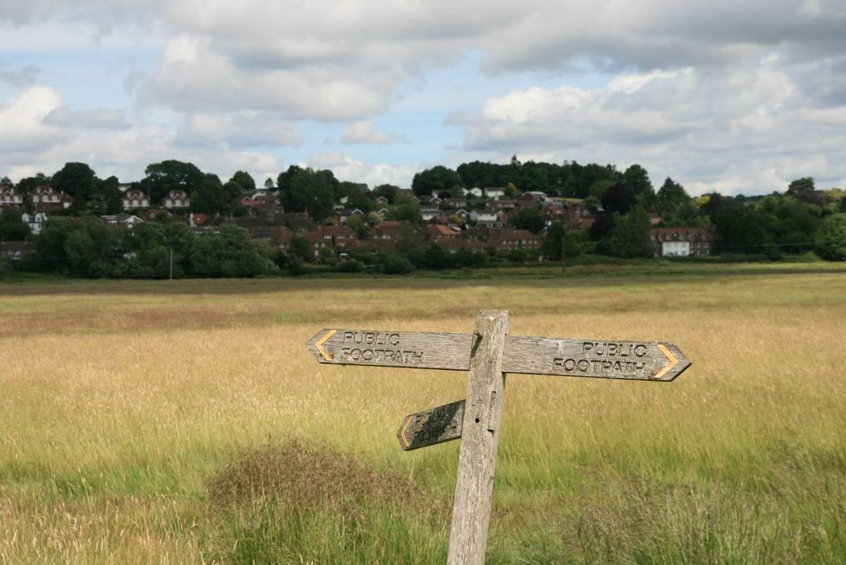 Footpath sign Pulborough.JPG