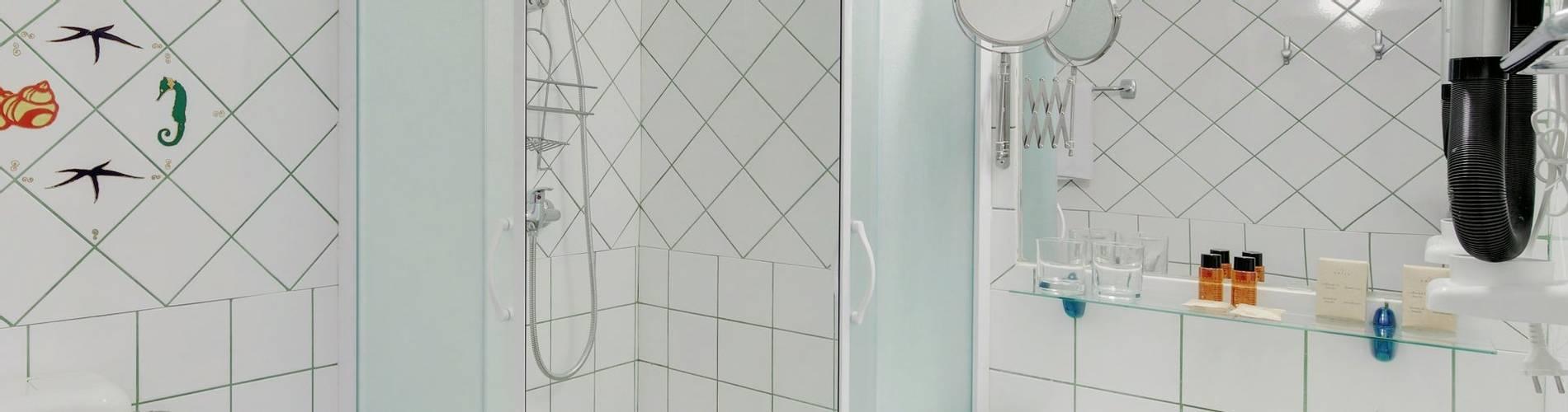Hotel Villa ADRIATICA 2014 ZStandard Double Bathroom 11MB.jpg