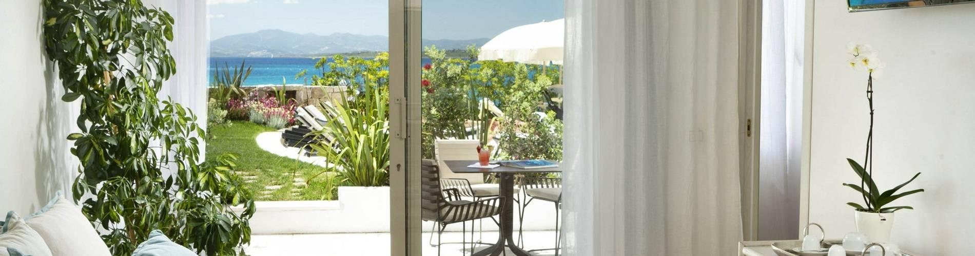 1 Charming Suite - Gabbiano Azzurro Sardegna.jpg