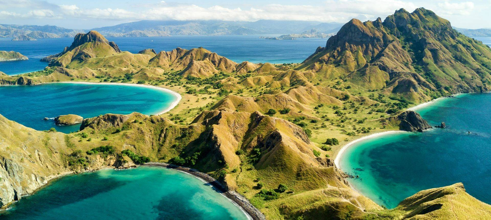 Pulau Padar Island Indonesia Shutterstock 669239707