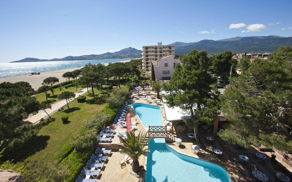 French Catalonia - Grand Hotel du Lido - vue-de-lhtel-horizontal_25063045386_o.jpg
