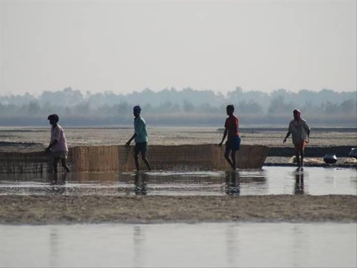 Fishermen, Koshi River (Thomas Mills)