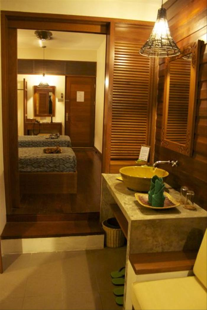 Sukau Rainforest Lodge Bathroom Area (Dani Free)